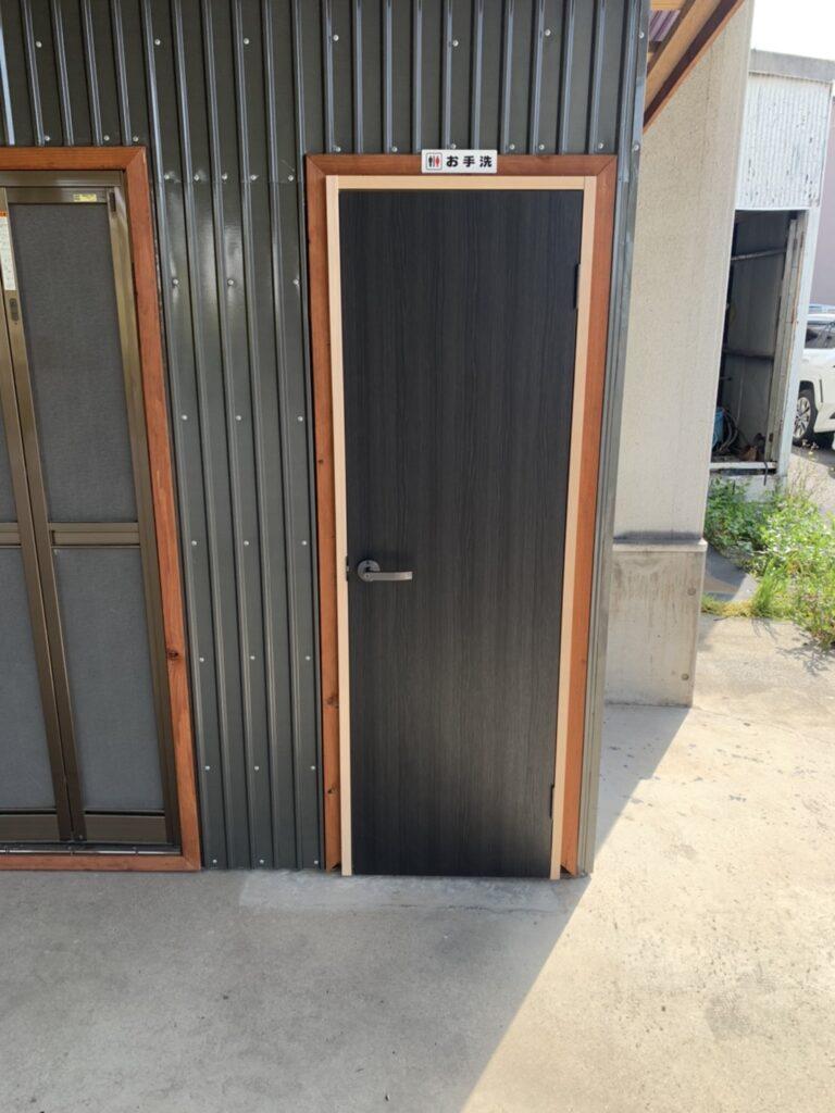 トイレ建具取替工事